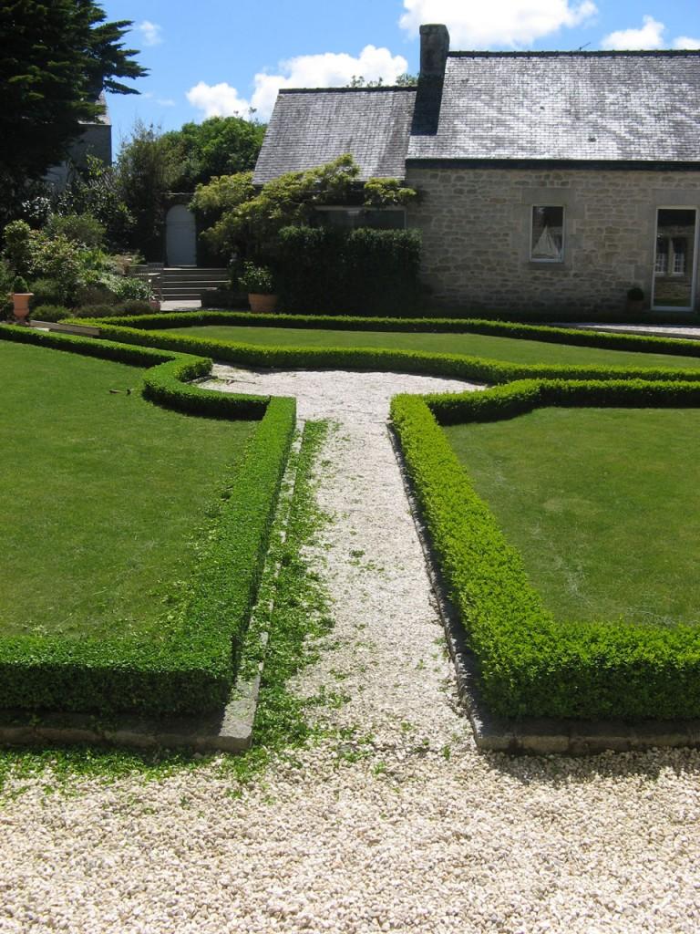 Tonte taille de haie entretien pelouse veille for Tonte jardin